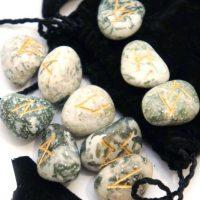 Руны из камней. Древесный агат.